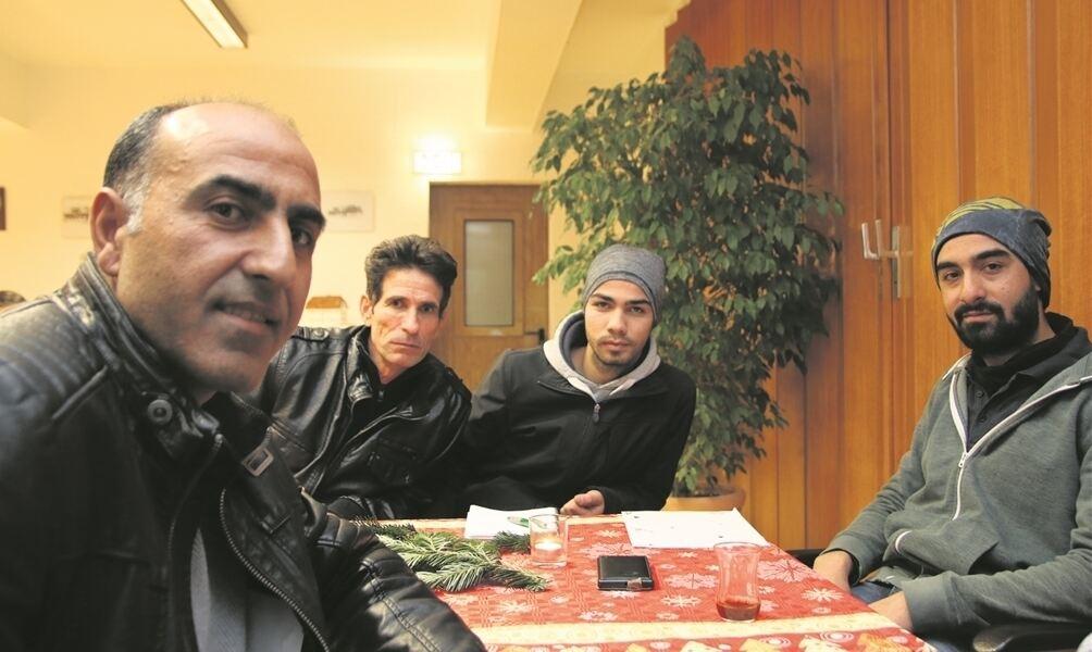 weihnachtsb ume gibt s in bad m nder aber auch in syrien. Black Bedroom Furniture Sets. Home Design Ideas