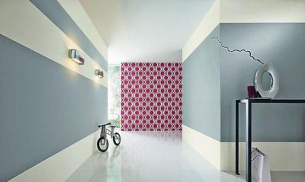 farben muster streifen so wird der flur zur visitenkarte des hauses. Black Bedroom Furniture Sets. Home Design Ideas